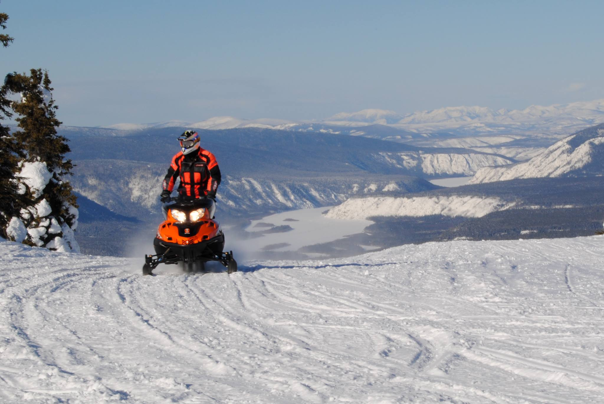 Trek Over the Top International Snowmobile Run - Tok to Dawson